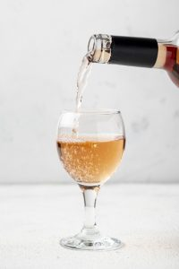 https://www.freepik.com/free-photo/rose-wine-poured-glass-tasting_6596101.htm#page=2&query=Ros%C3%A9s+wine&position=6