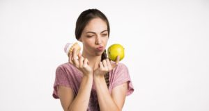 https://www.freepik.com/free-photo/woman-choosing-apple-cupcake_5200542.htm#page=2&query=weight+loss&position=27