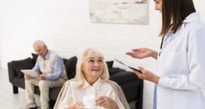 https://www.freepik.com/free-photo/nurse-talking-old-woman_5199904.htm#page=2&query=nurse+talking+patients&position=6