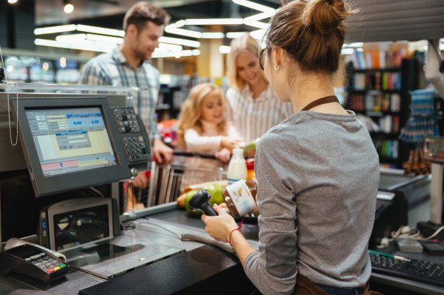 https://www.freepik.com/free-photo/beautiful-family-standing-cash-counter_6729865.htm#page=3&query=customers&position=37