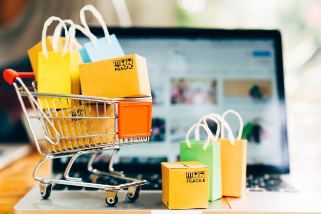 https://www.freepik.com/premium-photo/product-package-boxes-shopping-bag-cart-with-laptop-online-shopping-delivery-concept_3831456.htm#page=1&query=online%20shopping&position=21