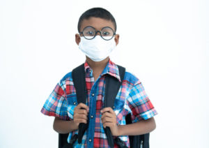https://www.freepik.com/premium-photo/group-asian-children-wearing-protective-mask-protect-against-covid-19-sitting-desk-classroom-elementary-school-social-distancing-coronavirus- ha-convertido-en-emergencia-global_9384090.htm # page = 2 & query = covid + aula & position = 4