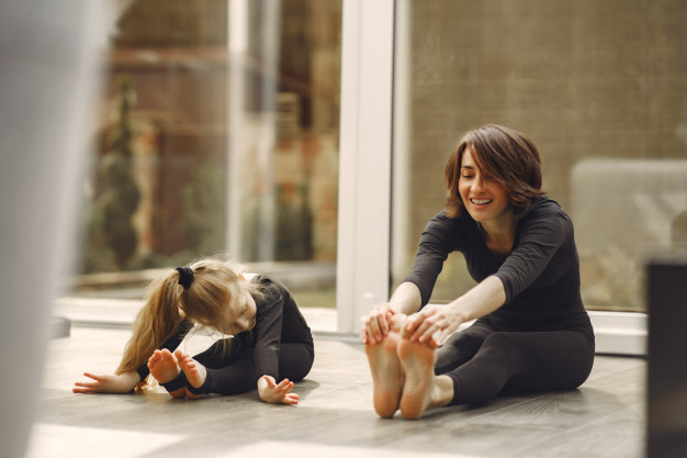 https://www.freepik.com/free-photo/woman-with-daughter-is-engaged-gymnastics_7368796.htm#page=1&query=home%20exercise&position=32