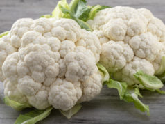 https://www.freepik.com/premium-photo/fresh-ripe-organic-cauliflower-wooden-background-healthy-eating_6312956.htm#page=2&query=cauliflower&position=21