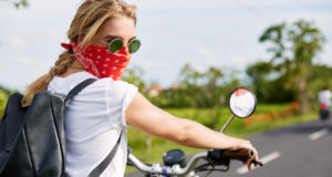 https://www.freepik.com/free-photo/blonde-woman-with-bandana-motorbike_9619185.htm#page=1&query=motorcycle%20sunglasses&position=10