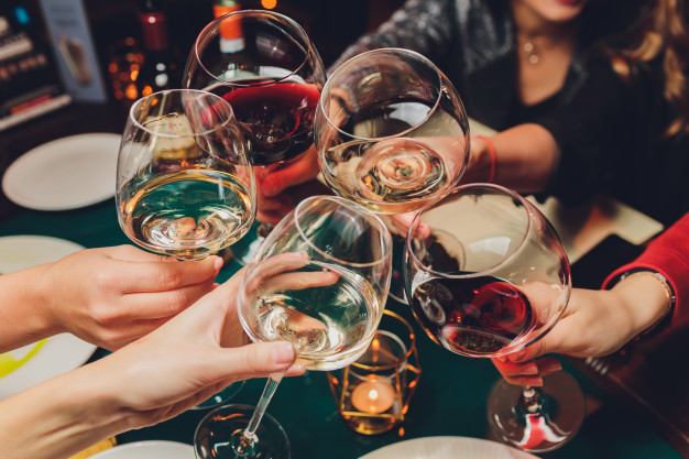 https://www.freepik.com/premium-photo/clinking-glasses-with-alcohol-toasting_5917440.htm#page=1&query=wine&position=26