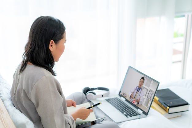 https://www.freepik.com/premium-photo/back-view-woman-making-video-call-with-her-doctor-with-her-feeling-sick_9928187.htm