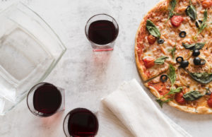 https://www.freepik.com/free-photo/top-view-pizza-with-glasses-vine_4394196.htm#page=1&query=pizzeria+wine&position=4