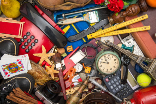https://www.freepik.com/premium-photo/many-objects-chaos_5323665.htm#page=1&query=clutter&position=8