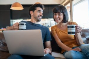 https://www.freepik.com/free-photo/portrait-young-couple-spending-time-together-using-laptop-while-sitting-couch-home_13907476.htm#page=1&query=couple%20online&position=7