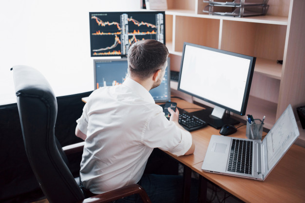 https://www.freepik.com/free-photo/business-man-investment-trading-this-deal-stock-exchange-people-working-office_9277179.htm?query=forex