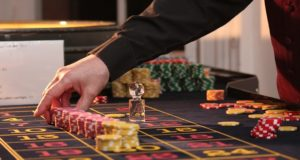 https://pixabay.com/photos/roulette-table-chips-casino-game-2246562/
