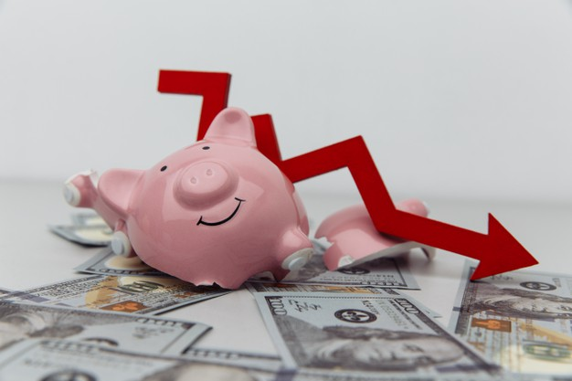 https://www.freepik.com/premium-photo/broken-piggy-bank-red-arrow-down-with-dollar-banknotes-investment-bankruptcy-concept_14169040.htm?query=business%20bankruptcy