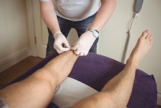 https://www.freepik.com/free-photo/physiotherapist-performing-dry-needling-leg-patient_8405551.htm#page=1&query=acupuncture%20feet&position=6