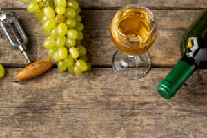 https://www.freepik.com/free-photo/top-view-white-organic-wine-glass_6595733.htm#page=2&query=chardonnay%20grapes&position=3