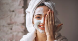 https://www.freepik.com/free-photo/portrait-woman-with-facial-mask-half-face_4410910.htm#page=1&query=skin%20care&position=34
